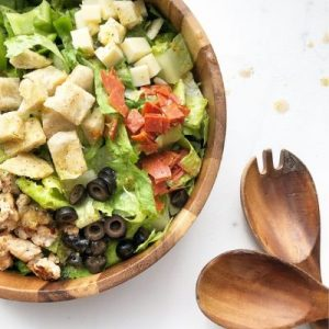Salad with croutons, black olives and chicken